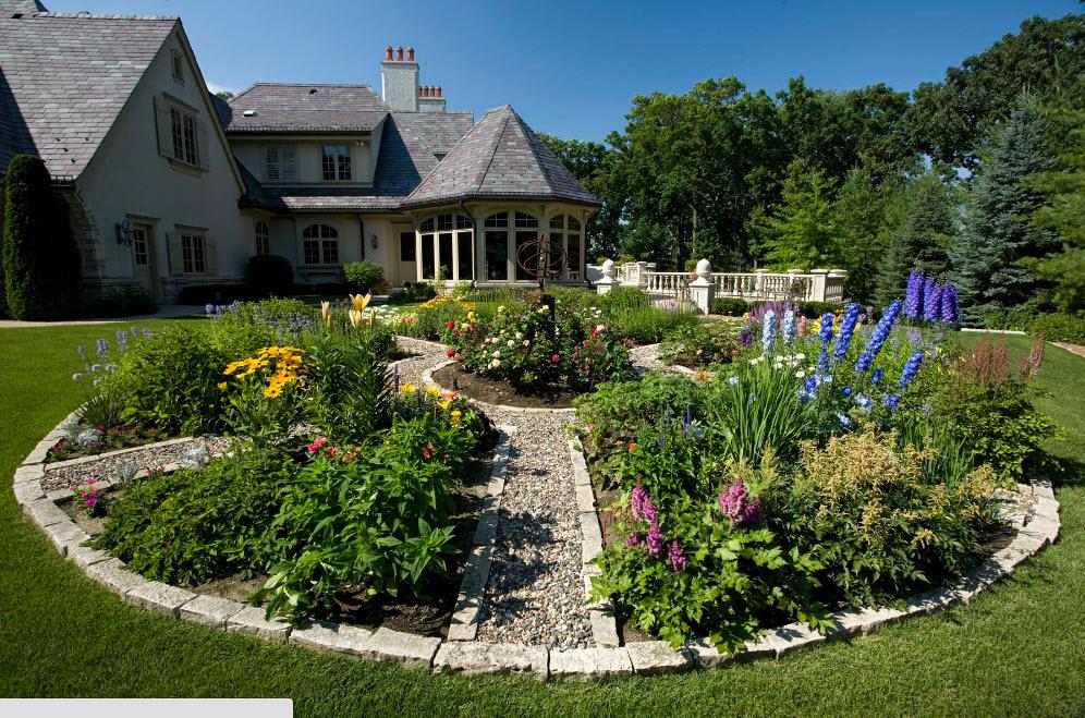 Красивый дом с приусадебным участком фото