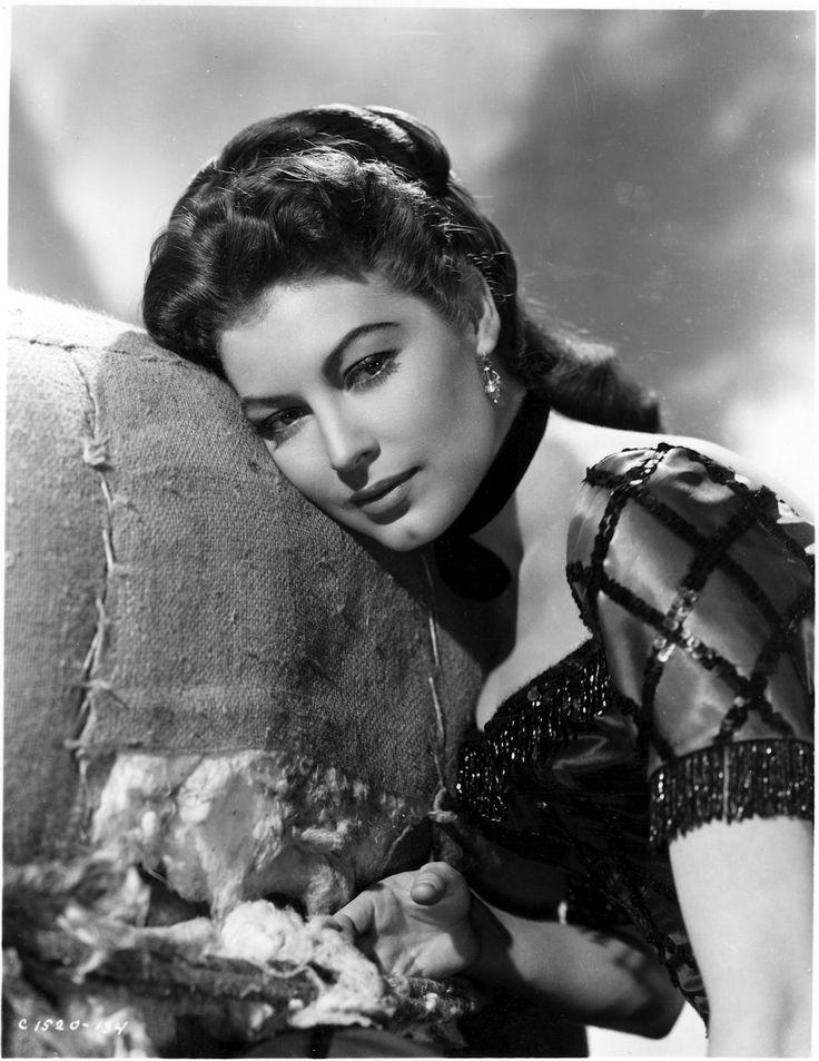 тот черно белые фотографии актрис прошлого века лишнего