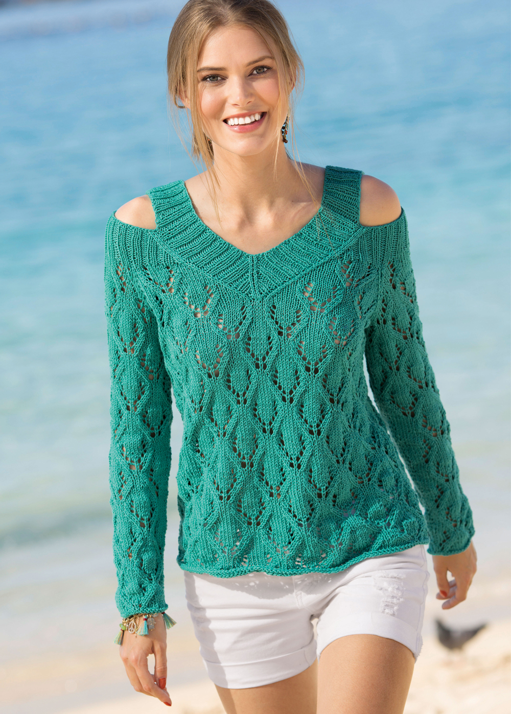 изумрудный пуловер с открытыми плечами схема вязания спицами