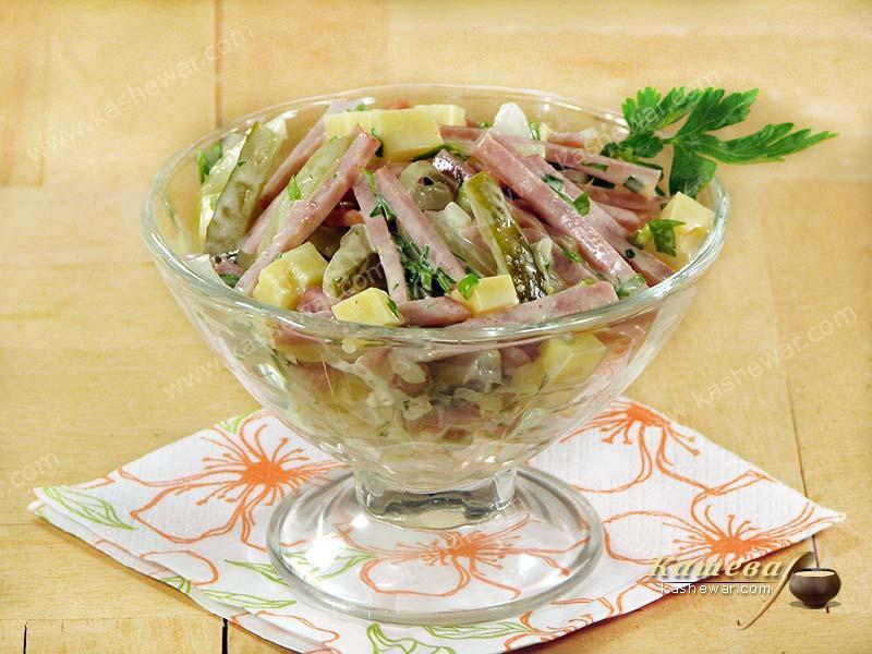 Салат со свежим огурцом и копченой курицей: рецепты и ...