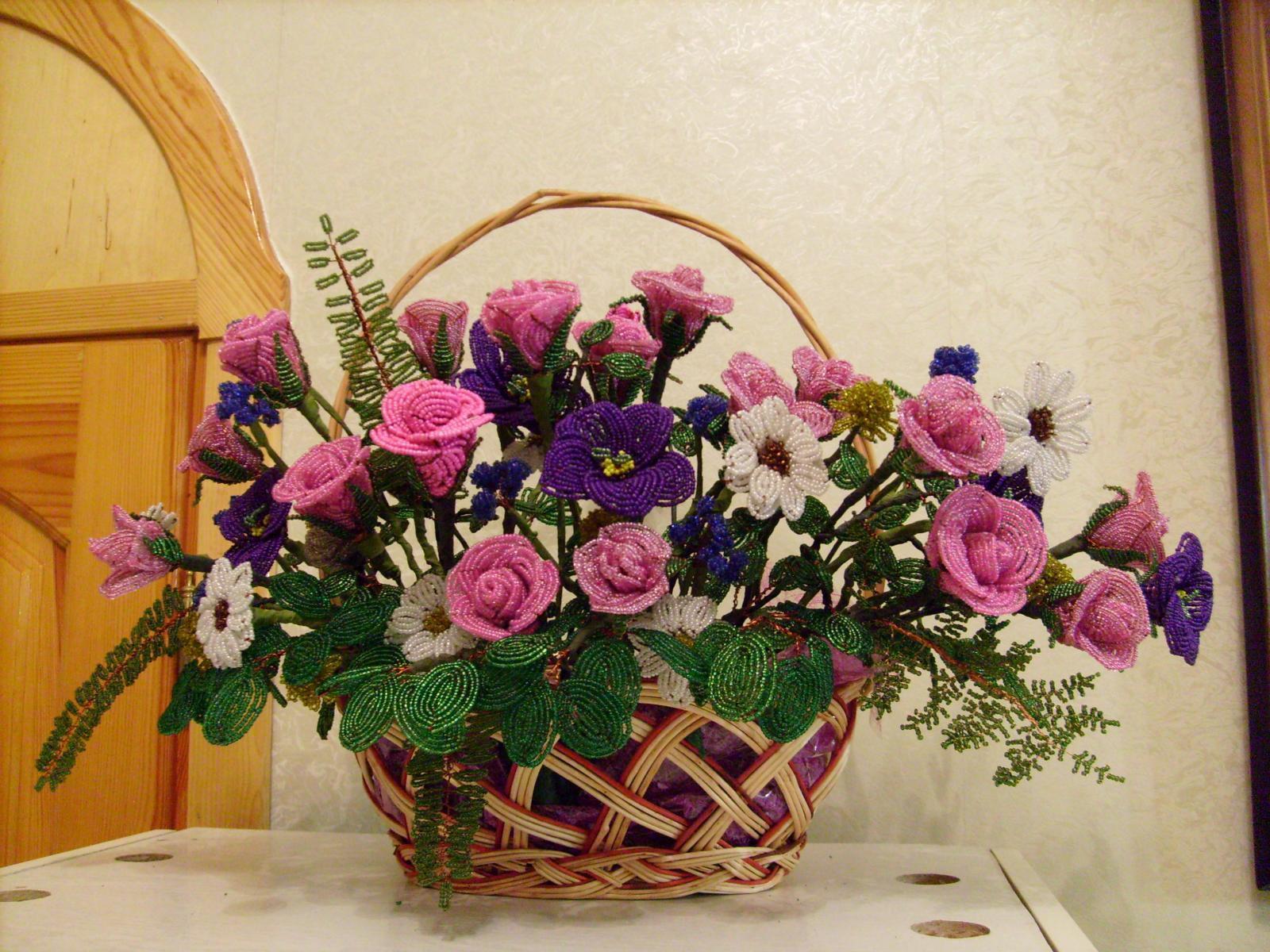 цветы в корзине из бисера фото блузку юбкой