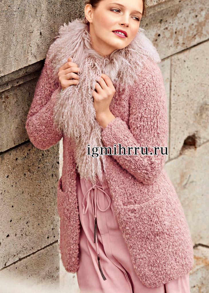 короткое розовое пальто из плюшевой пряжи вязание спицами вязание