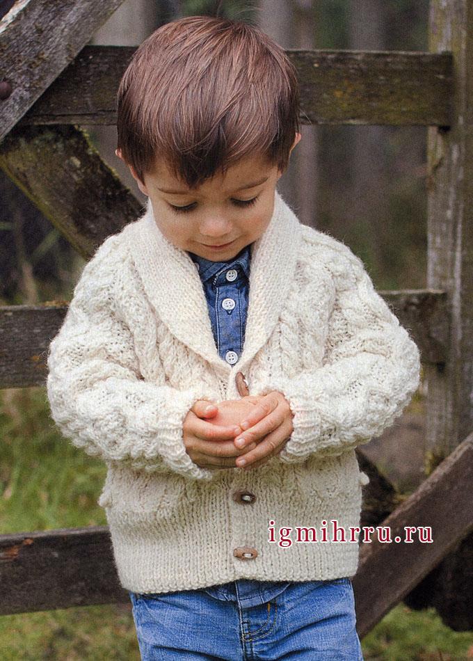 утепляем маленьких мужчин белый кардиган с рельефными узорами на