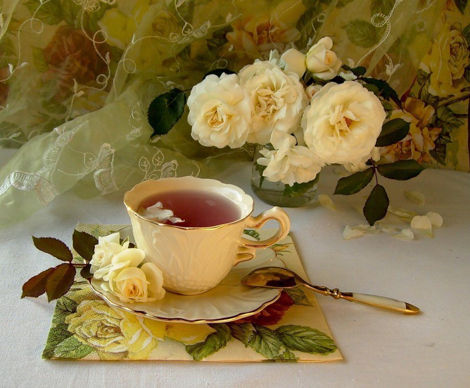 Красивые утренние открытки для женщины, поцелуи