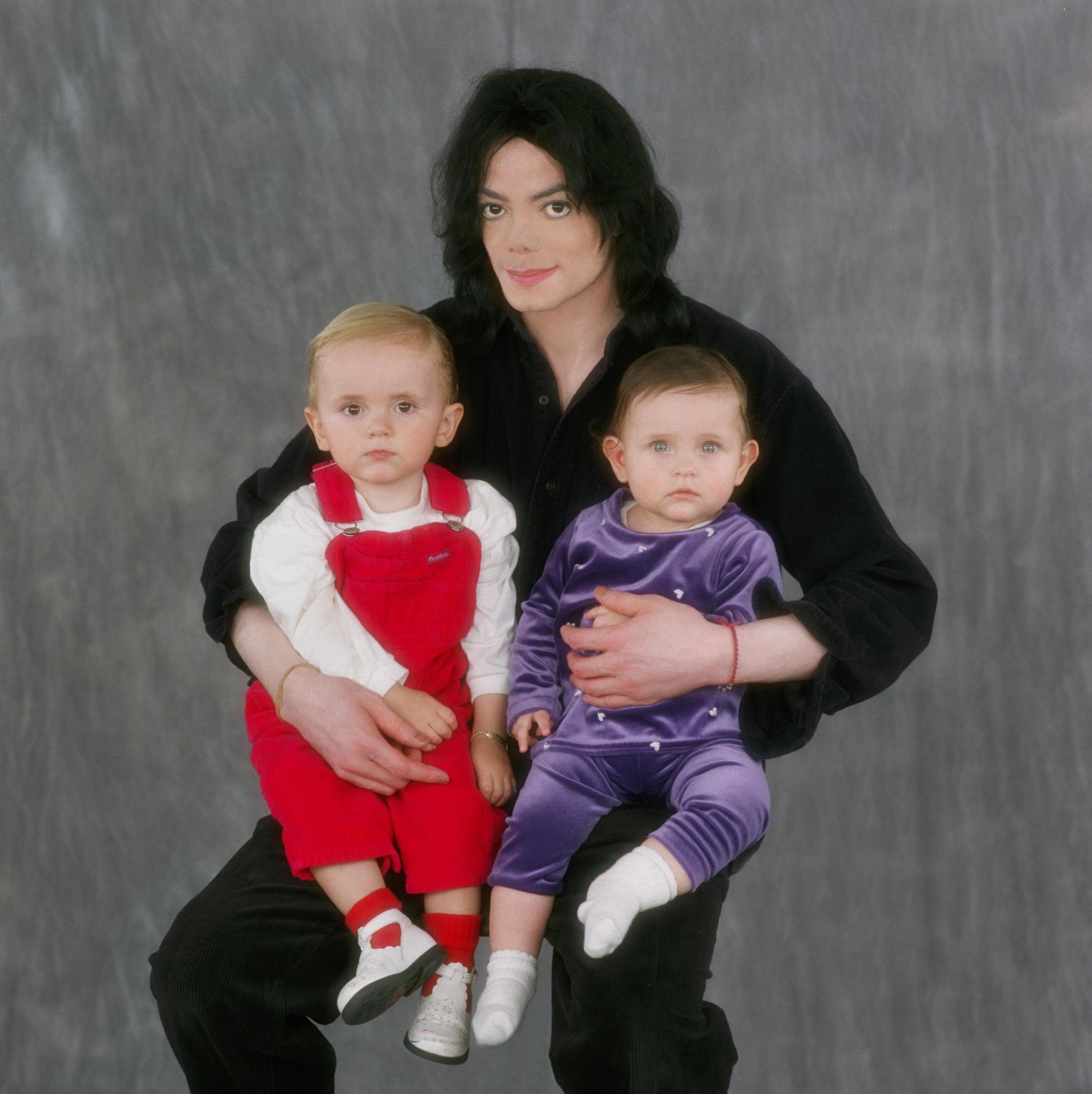 где майкл джексон с детьми фото как нашему сегодняшнему