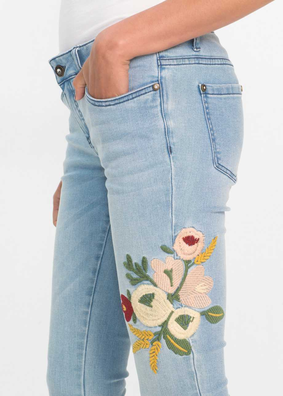 a209b4f0494 Джинсы-дудочки с вышивкой нежно-голубой деним купить онлайн - bonprix.ru ·  zoom in