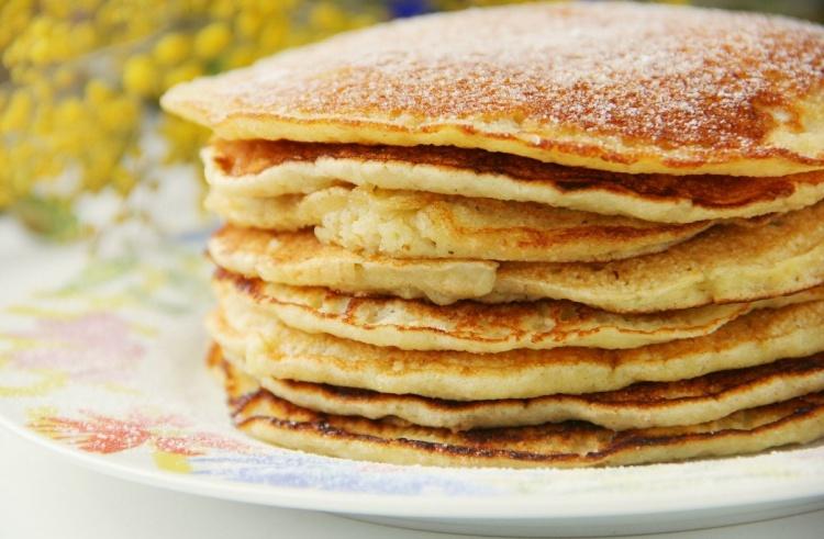 Литр молока пол кг муки несколько яиц сухие дрожжи 2 ложки сахара соль, масло, сливочное масло.