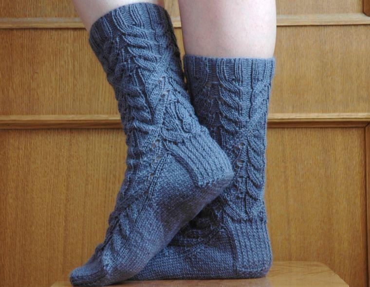 как вязать носки спицами для начинающих пятью и двумя спицами с