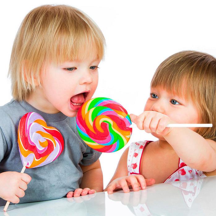 выборе малыш с конфетой картинка хотите