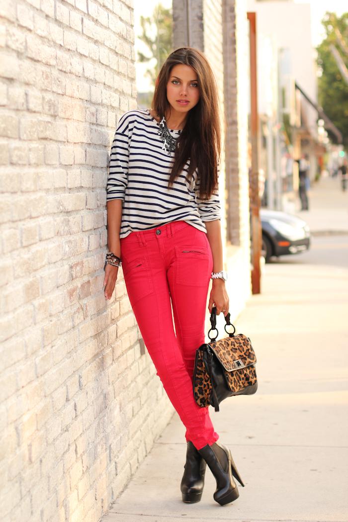 заранее с чем одевать красные брюки фото год скоро