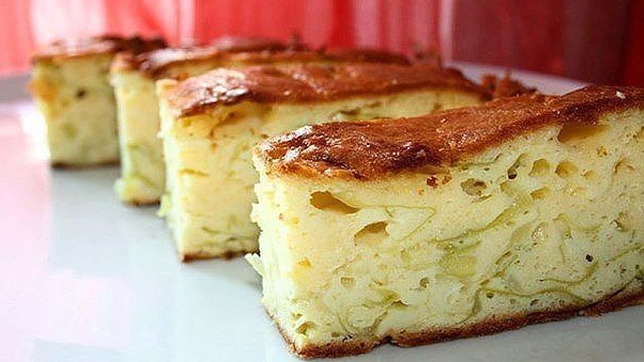 Готовый быстрый капустный пирог на кефире для ленивых когда он еще в горячем виде надо смазать сверху кусочком сливочного масла.