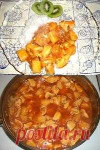Chicken with pineapple in sweet-sour sauce