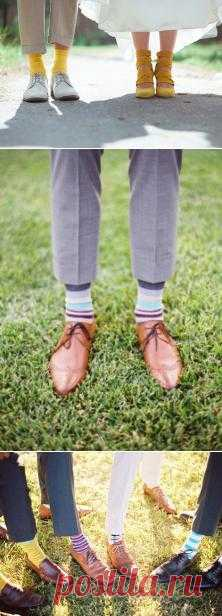 В тренде: яркие носки для жениха - WeddyWood