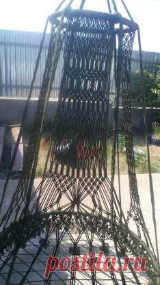 кресло для террасы Всем доброй ночи, решила поделится своими успехами. Сплела вот такое кресло-качели, получилось не маленькое...2 метра высота и 105 диаметр. Мое первое такое изделие, итог и сам процесс мне очень понравились.....в общем купила материал на следующее изделие (уже в голове представила).