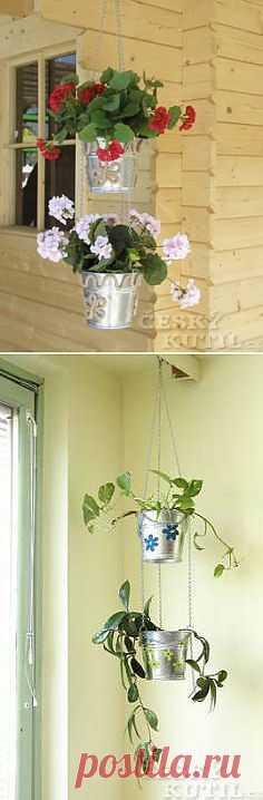 Подвесная этажерка-кашпо из ведер. Из обычных оцинкованных ведерок несложно сделать оригинальную подвесную этажерку-кашпо для цветов. Такая этажерка украсит вашу веранду или беседку, а посадить в нее можно и комнатные растения, например, герань.