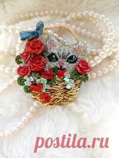 brooch *cat in a basket*