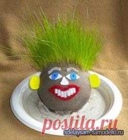 Лучшим растением для ребенка окажется травянчик, который изготовлен в виде игрушки.