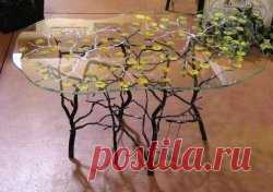 стеклянный столик
