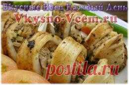 Кальмары фаршированные. Морские хищники будут любезно вкусны столе, если их нафаршировать. Незабываемый вкус кальмарам придаст ароматная зелень в сочетании с грибами. Добавьте немного картофеля и получится романтический ужин средиземноморья — фаршированные кальмары с грибами.