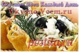 Картофельные корзинки. Обычное картофельное пюре можно преобразить до неузнаваемости и подать к столу оригинальным способом. Картофельные корзинки с грибной начинкой великолепно сочетаются с любым летним овощным салатом и выглядят нарядно и аппетитно!