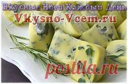 Домашний сыр с травами. Оригинальный вкус приобретает домашний сыр, если использовать свежую зелень. Рецепт позволяет добавить любимые специи по вкусу. Натуральный йогурт придаст сыру сливочный вкус. Запах укропа, базилика, кинзы сливаются в одно целое, делая вкус домашнего сыра пикантным, пахнущим ароматом лета.