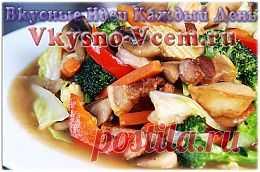 Мясное рагу с грибами. Готовить в мультиварке одно удовольствие, особенно если это аппетитное мясное рагу с грибами. Рецепт довольно простой, но насыщенный богатый вкус впечатляет. Пикантные французские травы и овощи не превалируют, а дополняют вкус грибов в рагу.