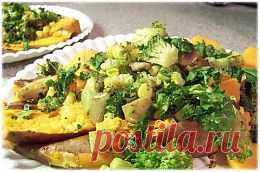 """Овощная запеканка. Не считайте овощи скучными. Даже абсолютного """"мясоеда"""" обрадует особая овощная запеканка. Рецепт включает аристократический сыр. Рокфор или Дор Блю придаст брокколи, зеленой стручковой фасоли и другим овощам удивительный вкус. Участие кинзы и тимьяна делает блюдо, достойным не только постного, но и праздничного стола."""
