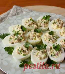 Los huevos rellenados por el jamón