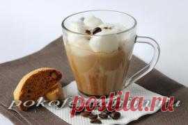 Черный кофе со сливками и белковым кремом. Очень вкусный напиток!