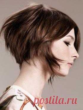 Прически и стрижки для тонких волос Обладательницам тонких волос хорошо знакомы постоянные муки выбора: какую укладку сделать, чтобы получить недостающий объем? В этой статье мы собрали более десяти проверенных вариантов для локонов раз…