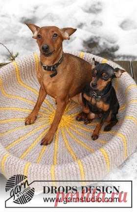 Корзинка для собаки Удобная и теплая корзиночка для вашего домашнего питомца, связанная на спицах из шерстяной пряжи. На фото показано изделие после валяния...