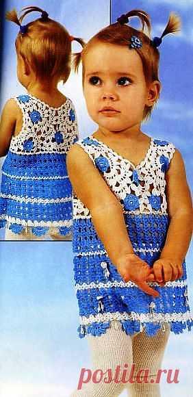 Детская кофточка из наборного кружева. ярко голубого цвета с белым.