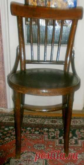 """венский стул,1962 года рождения """"...основательность и прочность исчезали из жизни.А ведь мебель,как и дома, должны служить, и когда-то служили, нескольким поколениям."""" В.Черных """"Москва слезам не верит"""""""