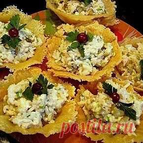 Cheese small baskets with a squids stuffing.