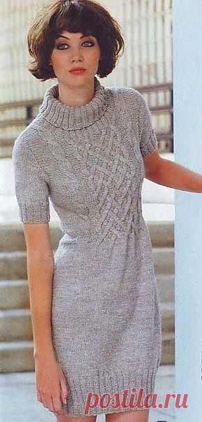 Светло-серое платье.