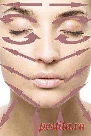 Как правильно снимать макияж?  Для снятия макияжа существуют разные средства. Это тоники, муссы, гели, лосьоны и молочко. С их помощью можно избавиться от косметики без воды. Кроме этого нужно использовать ватные палочки, тампоны и диски. Весь комплект нужно правильно выбирать. Работать ведь придется с лицом.  Чем снимать макияж  Для каждого типа кожи свое средство. Если ваша кожа жирная, лучше использовать средство, требующее смывания водой. Это гель, пенка или мусс. Для сухой и чувствите