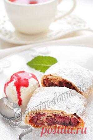 Strudel with cherry
