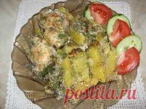 Предлагаю вам идею замечательного, вкусного обеда! Куриная грудка, грибы, сыр и картошка -замечательное сочетание. Попробуйте очень вкусно!