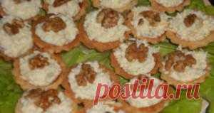 Тарталетки с мясом криля | Don Аппетит Это не сложная, очень красивая закуска. Подается на большом блюде, украшенном листьями салата