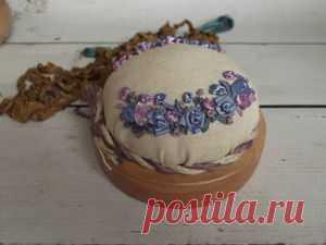 Вышиваем на мешковине цветок клематиса