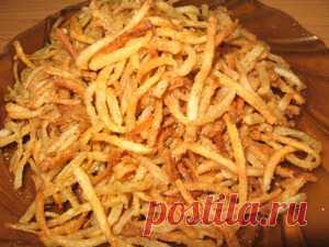 Картофельный хворост =2 шт картофеля  Лук, чеснок, масло растительное.  Масло, соль, хмелли-сунели, паприка, перец, соль, мука.