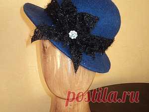 Как я валяю шляпку Здравствуйте, уважаемые начинающие валяльщицы. Это продолжение первого МК по козырьку кепки. http://www.livemaster.ru/topic/427969-kak-ya-valyayu-kepki?msec=14 Пропускаю опус по раскладке и увалки заготовки на шляпку. Ксати. раскладка в этой шляпке - радиальная-круговая-радиальная, Диаметр шаблона 65 см. Диаметр середины 13см. Размер на выходе 56-57. Ширина полей шляпы 6 см.