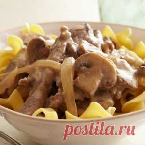 Fragrant beef goulash with mushrooms