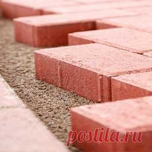 How to put paving slabs the hands?