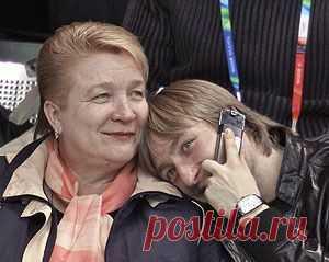 Евгений Плющенко с мамой
