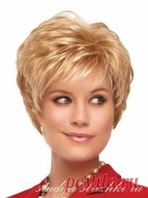 La colocación a los cabellos cortos   los Peinados y el Peinado