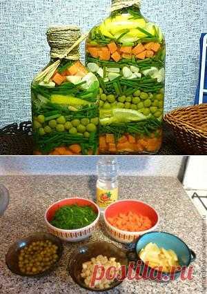 Бутылочка с овощами. Штука чисто декоративная... иногда овощи жалко на это тратить, но смотрится всё таки красиво)