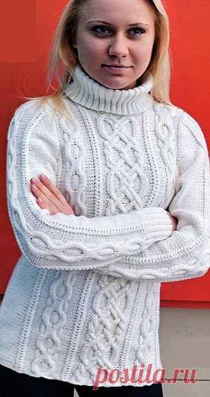 Белый свитер спицами.