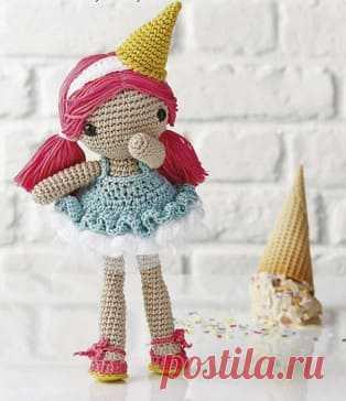 Девочка Мороженка амигуруми. Схемы и описания для вязания игрушек крючком! Мастер-класс по вязанию девочки-мороженки крючком. Из схемы вы узнаете как связать платье, туфельки и даже рожок на голову! Рост вязаной куклы достига…