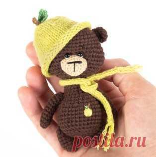 Мишка амигуруми. Схемы и описания для вязания игрушек крючком! Бесплатный мастер-класс от Ольги Лукошкиной по вязанию маленького мишки крючком. Высота вязаного медвежонка примерно 9 см. Для изготовления игрушки ав…